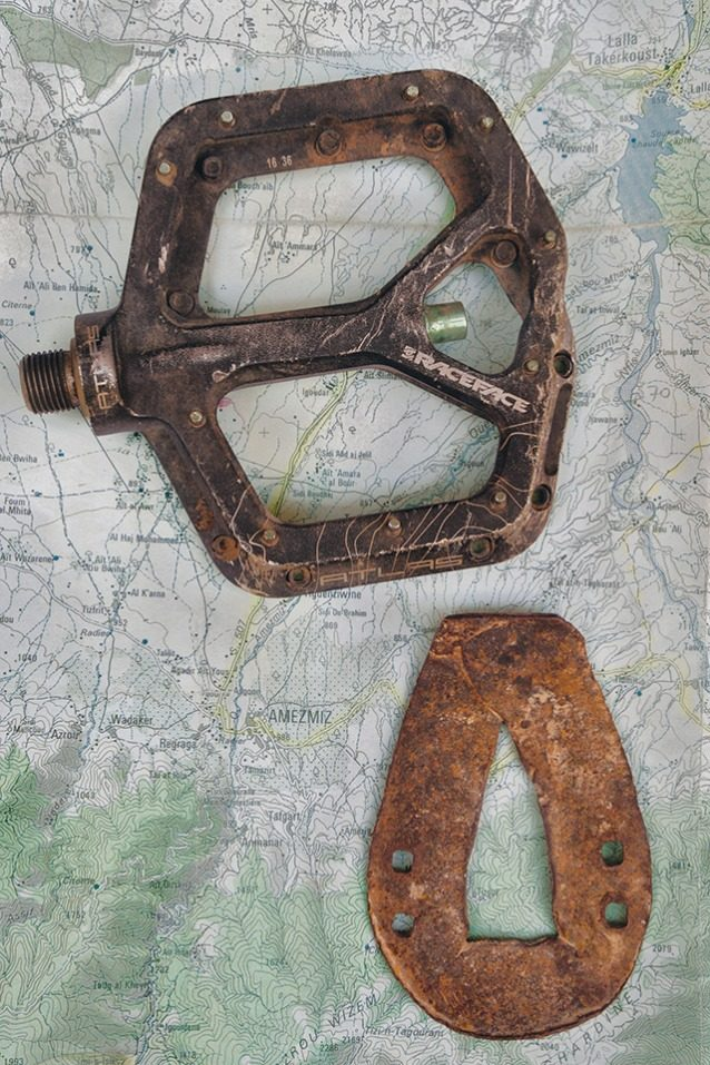 蹄は異なっても、通る道は同じ。マウンテンバイキングに最高のトレイルの多くは、 ハイ・アトラスのロバやラバの蹄鉄で何世紀にもわたって踏みならされたもので、それらの動物はいまでも主要な交通手段として好まれている。Photo: Leslie Kehmeier View Gallery