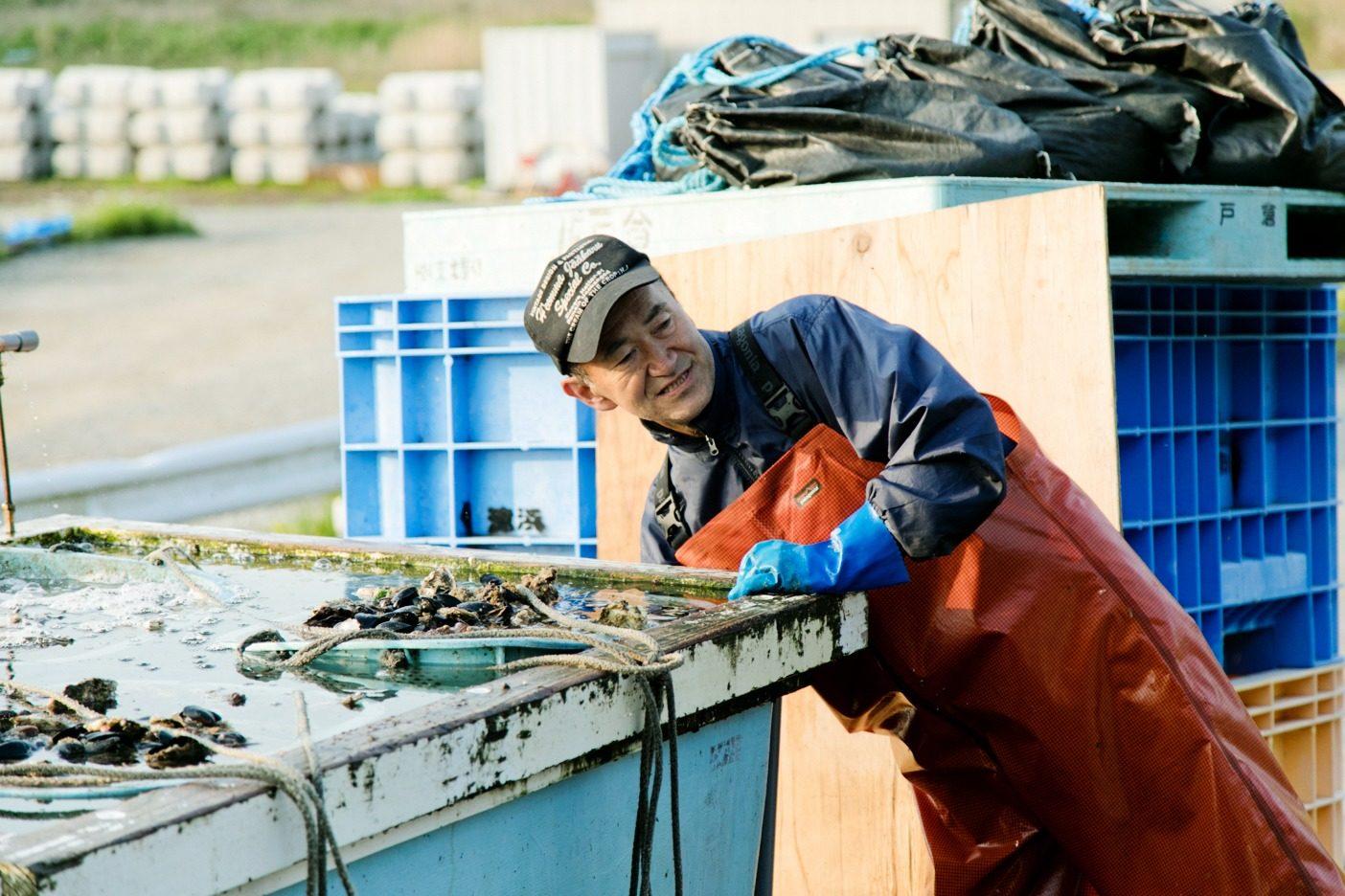 戸倉地区の持続可能型漁業の立役者の後藤さん。この地区のカキ部会会長を務める熟練の漁師だ。写真:五十嵐 一晴