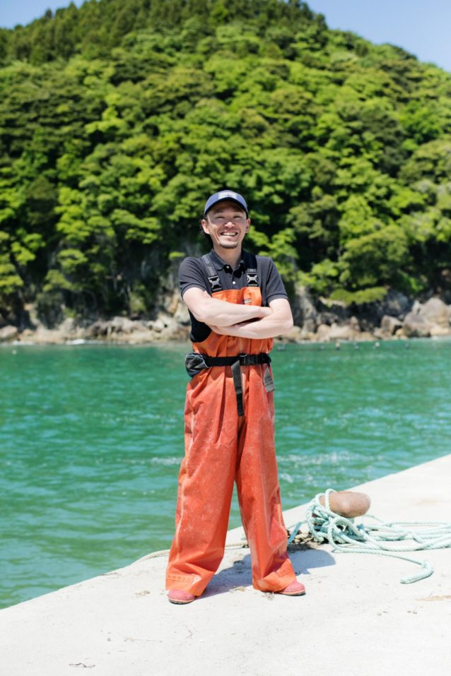 持続可能型の漁業にシフトしたことで、戸倉の漁業は若い世代からも支持されるようになった。伸弥さんはそんな次世代を担う漁師の1人だ。写真:五十嵐 一晴