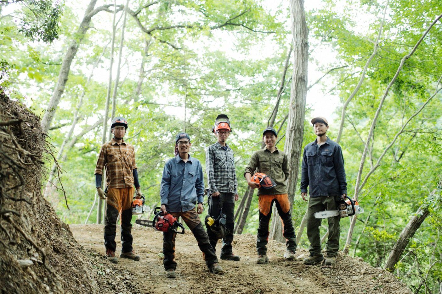 「自然と調和する林業にチャレンジしたい」というスタッフ。渓流釣りや山歩きを趣味とする人も多く、オンオフを問わずアウトドアを満喫している。写真:五十嵐 一晴