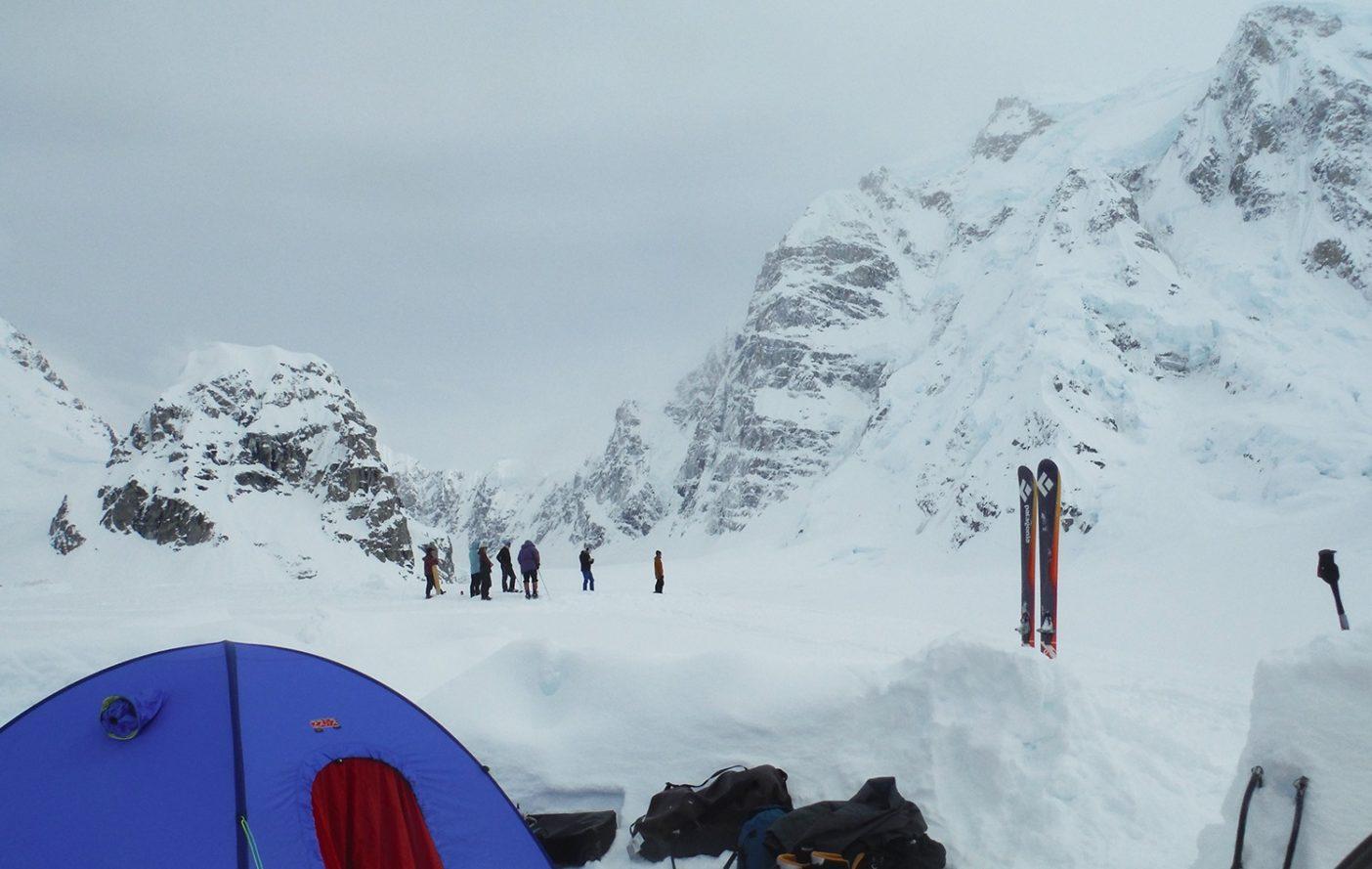 ベースキャンプより望むハンター北壁 写真:鈴木 啓紀