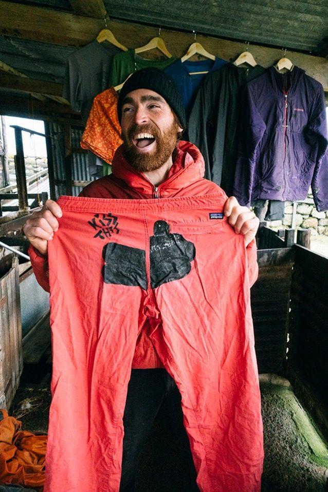 Worn Wearプログラムを通じて、2018年にパタゴニアは10万着の衣類を修理しました。衣類を9か月間使用しつづけると、関連する炭素、水、廃棄物のフットプリントを最大3分の1削減できます。 Photo: Donnie Hedden
