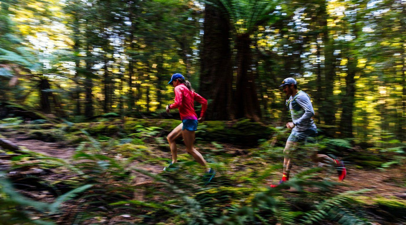 タカイナ/ターカインの初回ウルトラマラソンを走るクリッシー・モールとグラント・ガイス。Photo: Jarrah Lynch