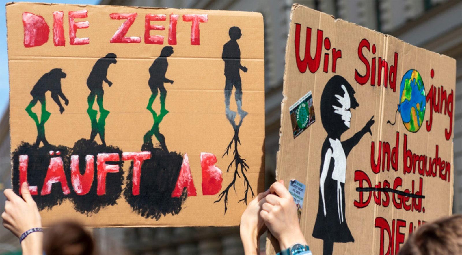 ドイツ、ベルリンの気候ストライキで抗議のプラカードを掲げる活動家たち。ドイツでは推定140万人以上が気候ストライキに参加した。Photo: Courtesy of Patagonia