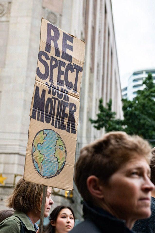 9月20日のシアトルの気候ストライキにおける若い活動家。この日推定1万人がデモ行進した。Photo: Austin Siadak