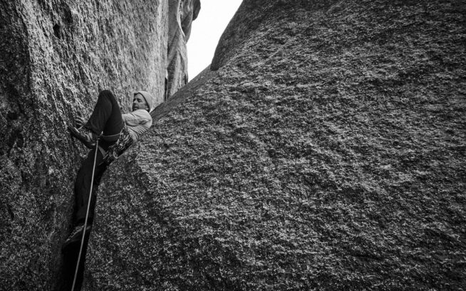 「ヨセミテ・バレーはロッククライマーに、この国における究極の挑戦を提供する。ちょっとした易しいルートから、最も困難なルートまで、さまざまなクライミングを見つけることができ、その種類の豊富さに匹敵する場所は他にはほぼ存在しない」スティーブ・ローパー、『A Climber's Guide to Yosemite Valley』より Photo: Mikey Schaefer