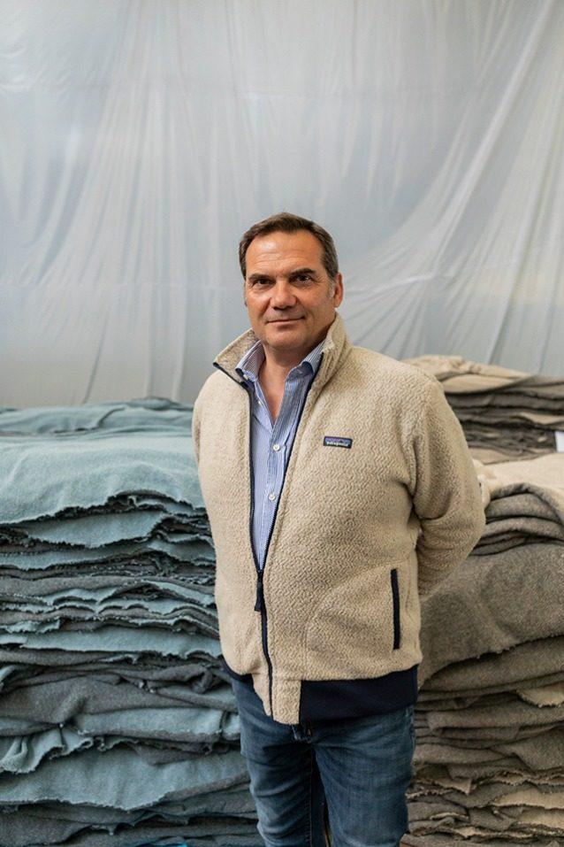 イタリアのプラート地域で家族経営のリサイクル・ビジネスを指揮するベルナルド・カラマイ。2人の若い兄弟が1878年(現代の環境運動誕生のずっと以前)にカラマイ施設を創業したのは、増大する安価な衣料需要を満たすことだった。今日、カラマイ家の4世代目は経済ではなく、生態学に動機を見出している。 Photo: Keri Oberly
