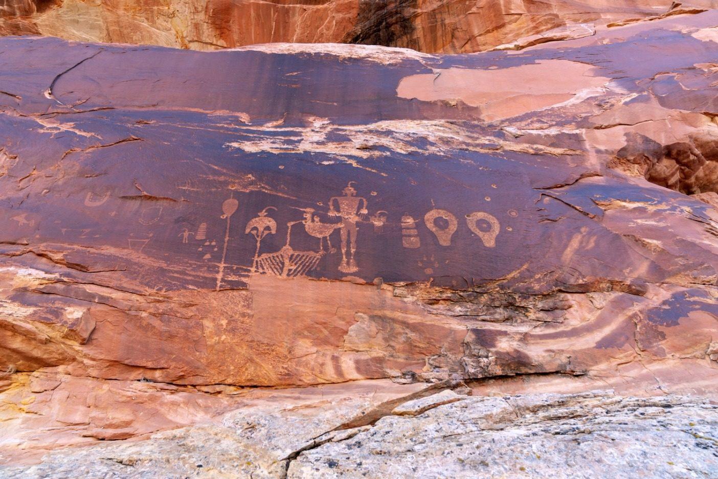 弾痕によって汚された神聖な壁画。ベアーズ・イヤーズには10万以上の文化遺産がある。この地方は最近世界で最も危機にさらされている文化遺跡のひとつに命名された。Photo: Michael Estrada