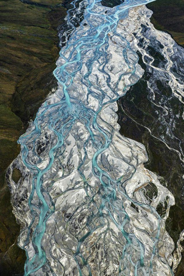 アラスカ州北極圏国立野生生物保護区オクピラク川の網状流路。Photo:Austin Siadak