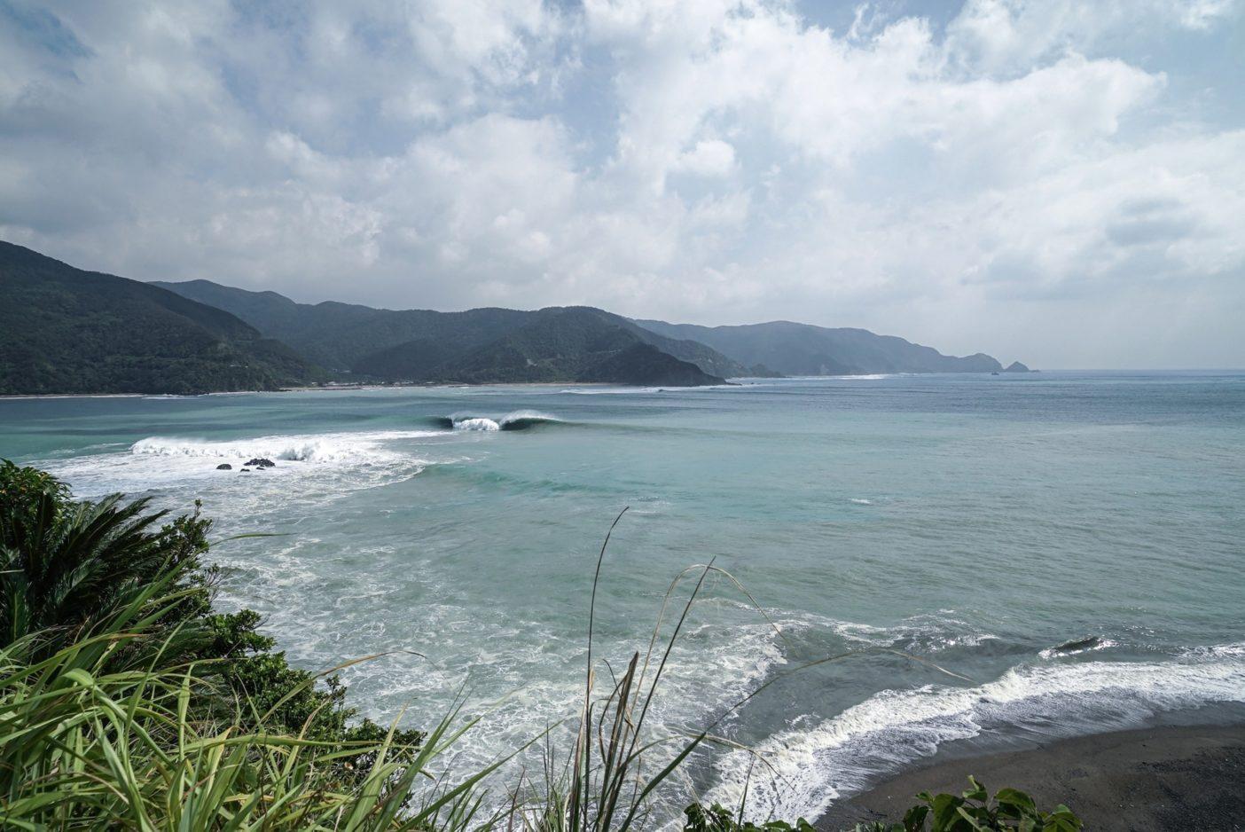 遠くからは夢のように誘うものが、現実には殺意を隠していることも。この日、この波は乗られることのないままとなった。Photo:Kosuke Fujikura
