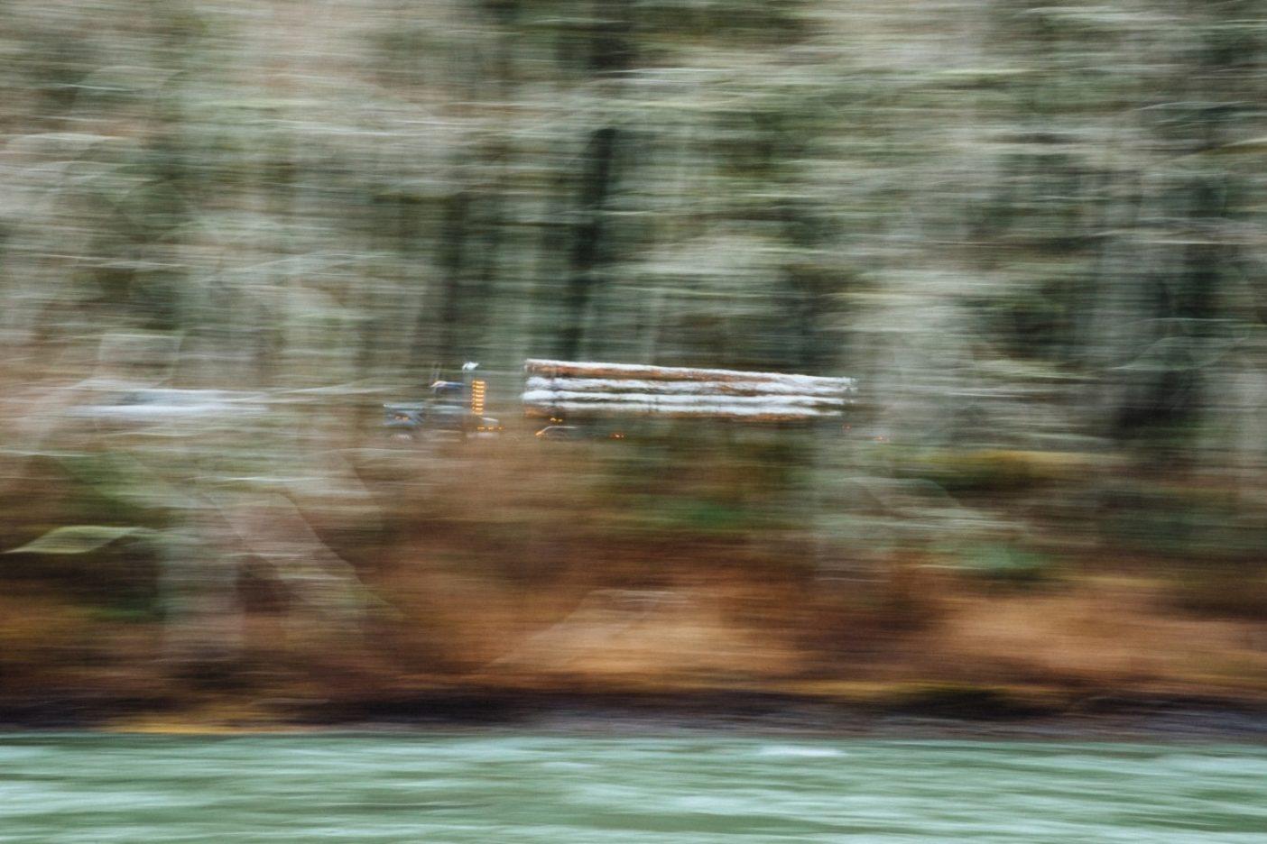 オレゴン州北岸沿い、木材産業は決して遠くない。Photo:Jeremy Koreski