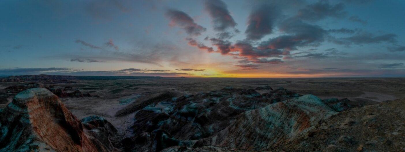 4月中旬のレッド砂漠は寒く、新緑にはまだ早い。写真:スコット・コープランド