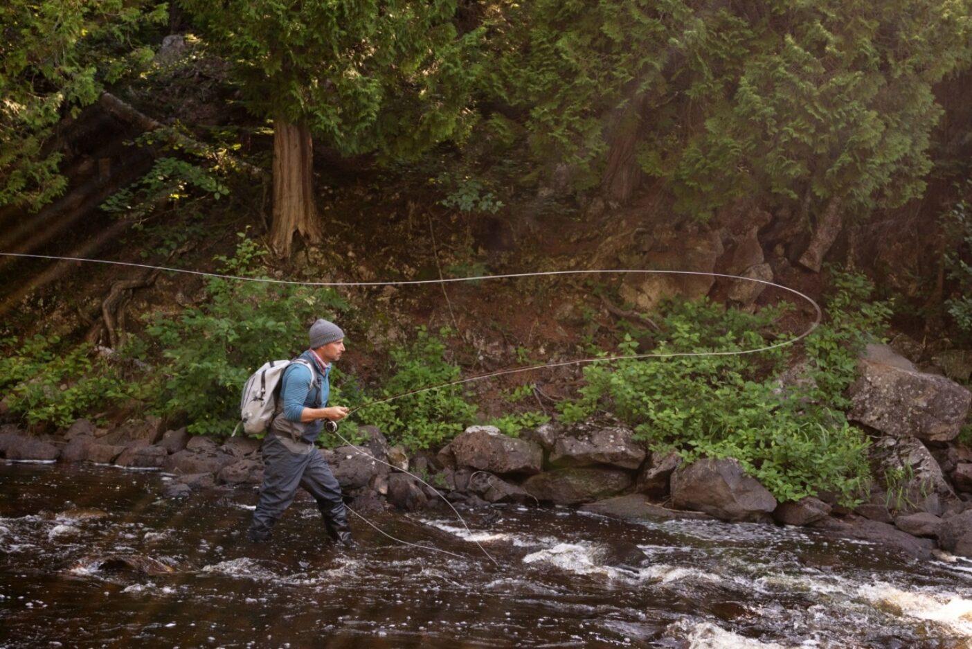 彼と同じものをください:野生のトラウト、美しい天気、人気のない川、そして大きなホッパー。Photo : TONY CZECH