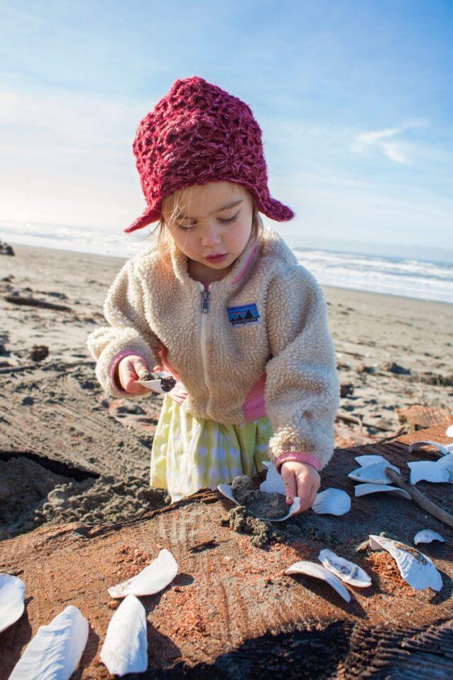 海沿いのオアシス「タルラーズ・ビーチ・カフェ」へようこそ。オーナーシェフのタルラー・ソマーが提供する今日の特別メニューは、砂と貝殻の盛り合わせ。カリフォルニア州北部 Photo:Amy Kumler