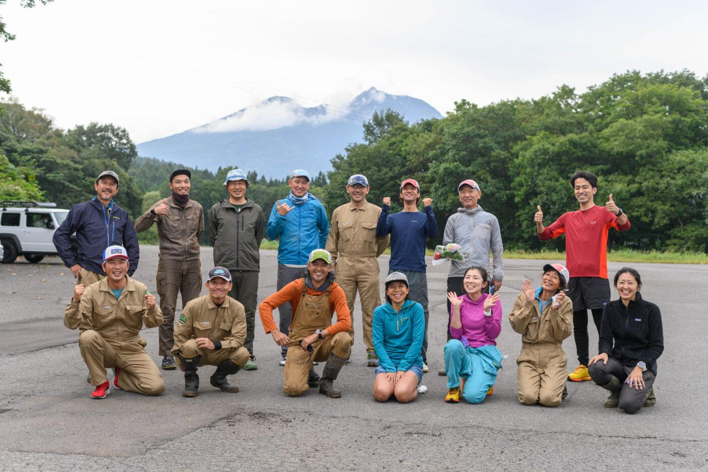 事前準備から手伝ってくれた大会ボランティアチームの班長さん、スタッフとともに。 写真:下山 展弘
