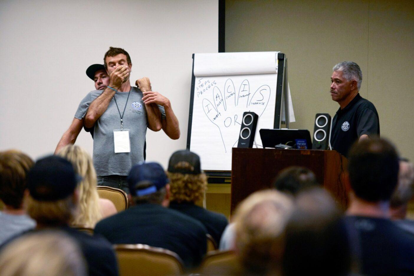 タートル・ベイで開催されたBWRAGの講習会でデモンストレーションを行うコール・クリステンセン。オアフ島ノースショア Photo : Ryan Foley