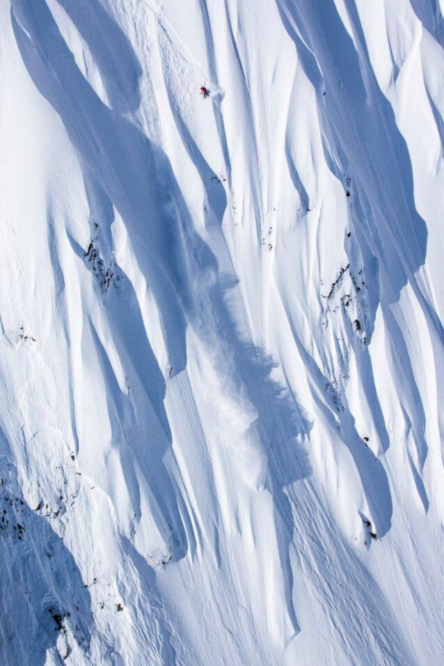 2016年、「Full Moon」(2年間をかけて撮影された、過去から現在までのスポーツ史上、最も伝説的な女性ボーダーのドキュメンタリー・フィルム)の撮影中に、マリーはアラスカ州ヘインズをトリプルショットで滑り抜ける。Photo: Ben Girardi