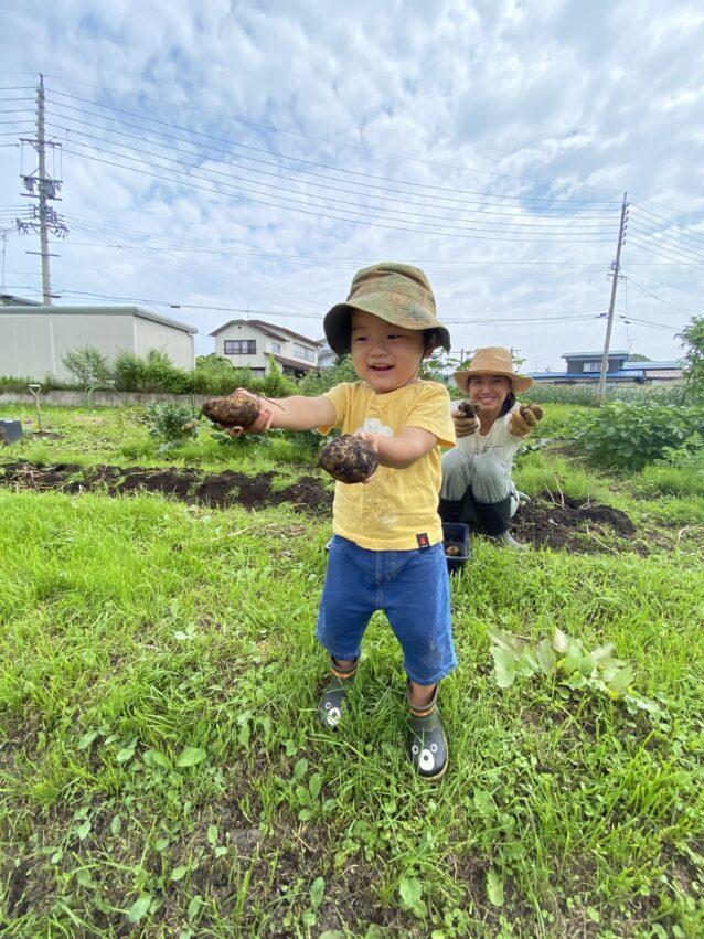 土に触れ、育てた野菜を食することも日々の楽しみのひとつ。