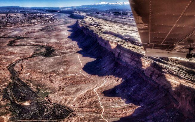 上空から見たベアーズ・イヤーズ国定記念物のコームウォッシュ。この地域には無数の文化的資源および遺物があり、トランプ大統領による削減が支持された場合、それらの多くは国定記念物としては保護されなくなる。Photo:Jeremy Hunter Rubingh