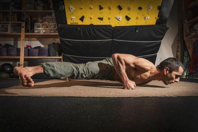 この男から筋力トレーニングを受けたくない人はいるだろうか? ザハンのトレーニング・プラットフォームであるサムサラ・エクスペリエンスはハイパフォーマンスのアスリート向けで、運動技能の極印である「困難な瞬間を『簡単に見せる』」「アスレチック知能指数」に磨きをかけるためのもの。Photo:Zahan Billimoria Collection