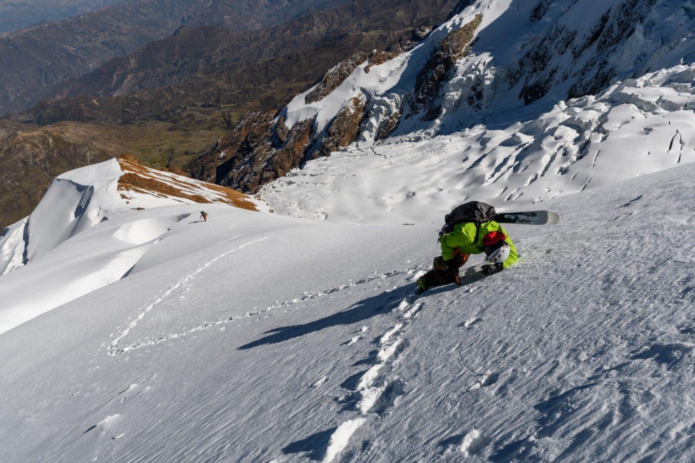 ときとして唯一必要なのは休憩。ボリビアのイリマニ・コーディエラ・レアルの6,438メートルを登高する途中で一息つくザハン。Photo:Fredrick Marmsater