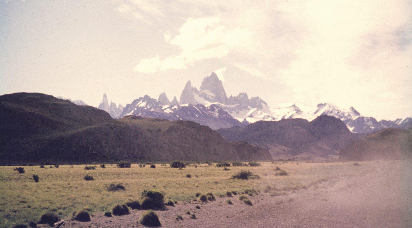 1968年にイヴォンと仲間たちが旅した、南米パタゴニアのフィッツロイへとつづく道。アヒ・モリド(粉末唐辛子)の原料となるアルゼンチン産のアヒ・クリオージョは、この北にあるサルタ州の山々でよく育つ。  Photo : Chris Jones