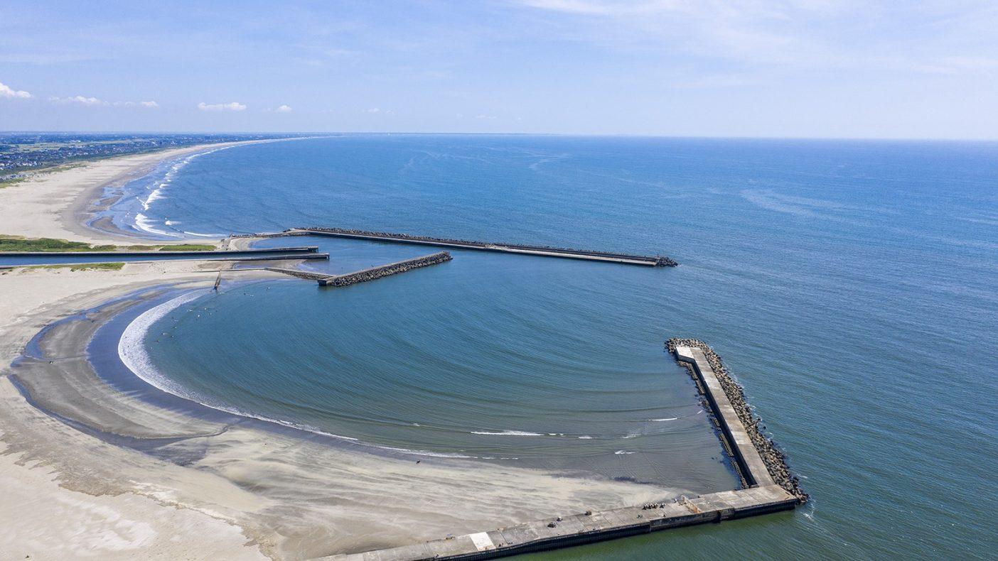 日頃から自分が食する魚を採るための漁港、生活に密接に関わり合ったものだけあって一概にこの工事が良いのか悪いのか分からない。この答えが僕たちの次の次の世代に負の遺産となって残らないことを願うばかりである。Photo : Pedro Gomes
