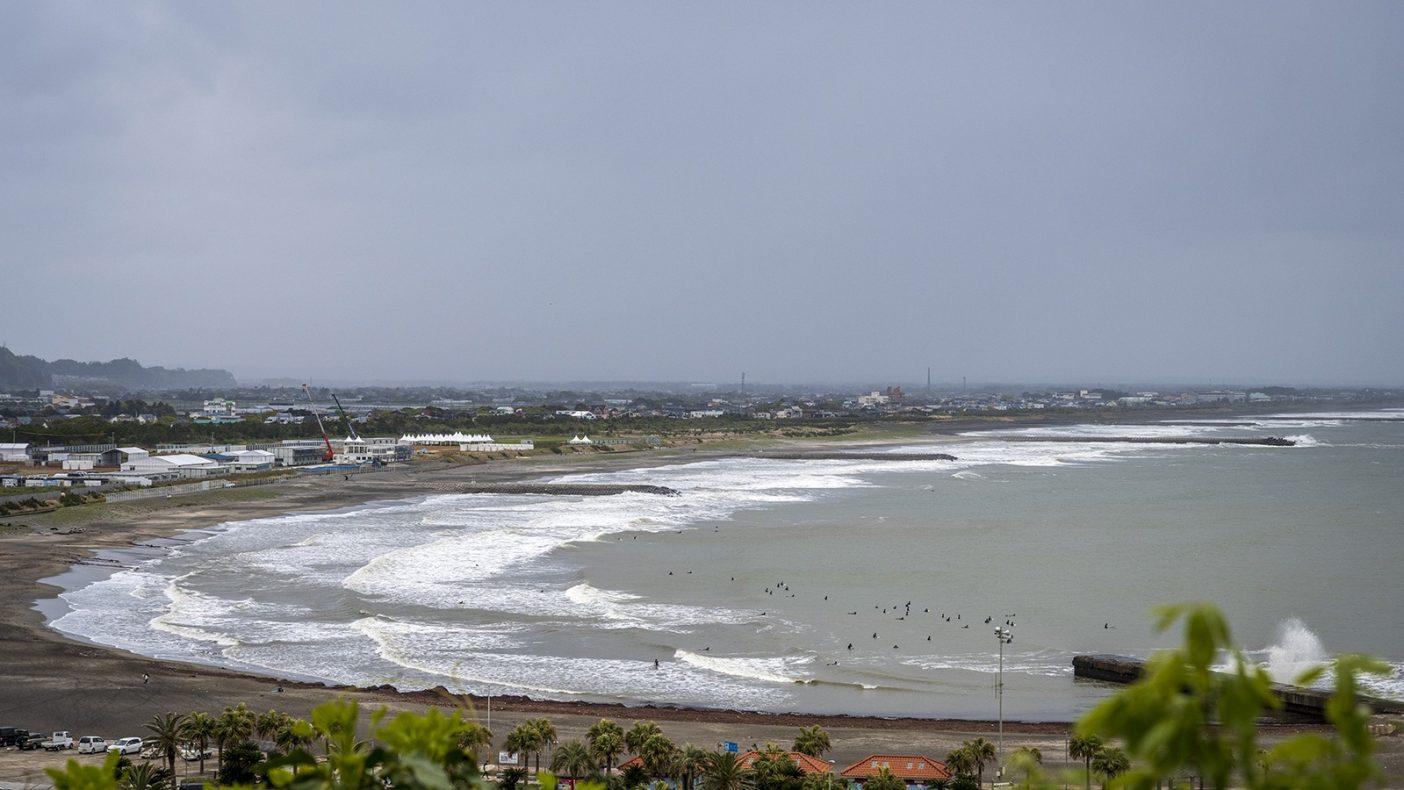 2021年の太東岬から釣ヶ崎の眺望。オリンピック会場とどれだけコンクリートの建造物が増えたかが分かる。Photo : Pedro Gomes