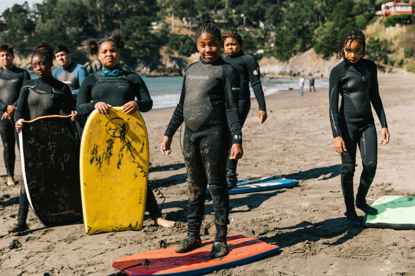 まず砂の上に1分間立つ、次に太平洋に漕ぎだす。カリフォルニア州マリン郡 Photo:Jeff Johnson