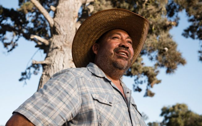 「僕が望んだ唯一のことは農家をはじめて家族を養うお金を稼ぐことだった」と言うオーガニック農家のハビエル・サモラ。「できればもう一度家を買って、僕が真に楽しめること、情熱を抱ける何かをやることだった」