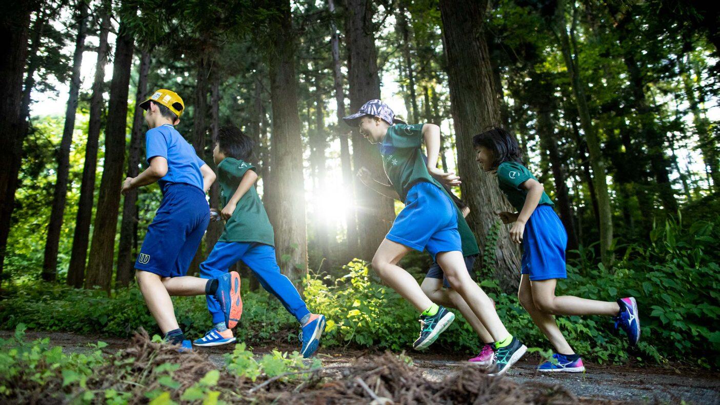 夏も冬も体を動かすフィールドに恵まれている飯山の子どもたち。写真:藤巻 翔