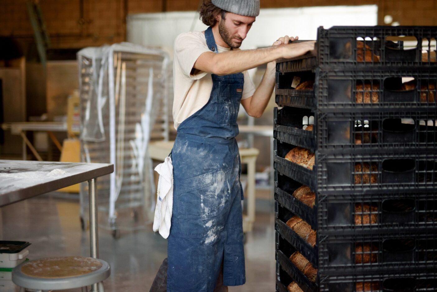 事業を起こし、コミュニティを作り、パンを焼く――デニコラにとって、それらはすべて友人に糧をもたらすことにつながる。まだ見ぬ友も含めて。Photo: Joe Haeberle