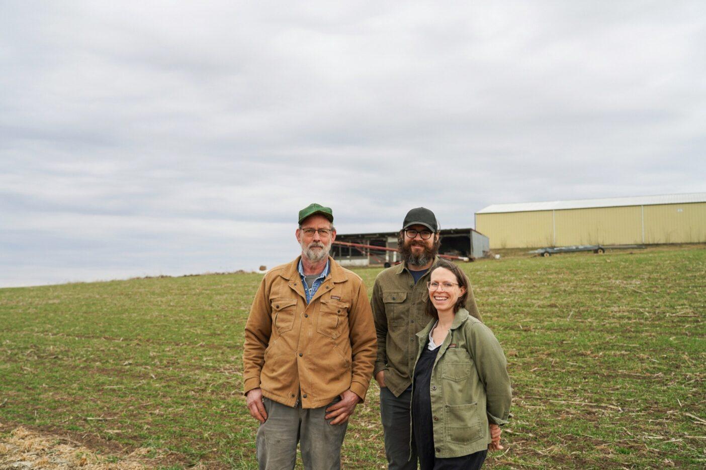 失われない絆:ポール・ビックフォードは、オーガニック農場やそれを作るために自らが注いだ汗や知識が、良い人に受け継がれると分かり安心している。Photo: Jesse Perkins