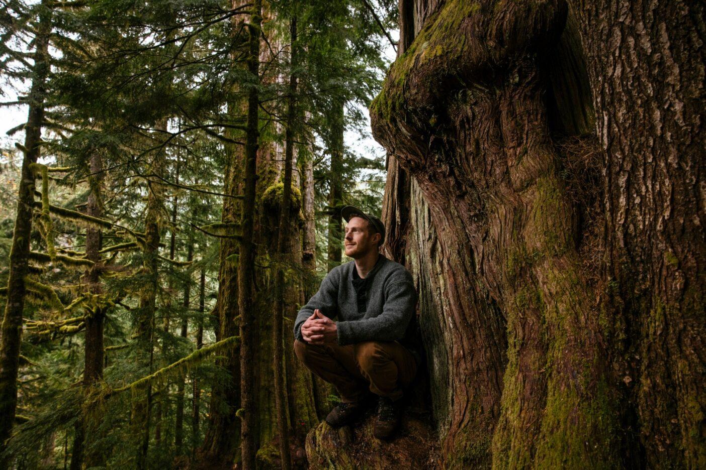 ワットのお気に入りの場所、バンクーバー島南部の原生林にて。彼はこの木々を守ることをライフワークにしている。Photo: Jeremy Koreski