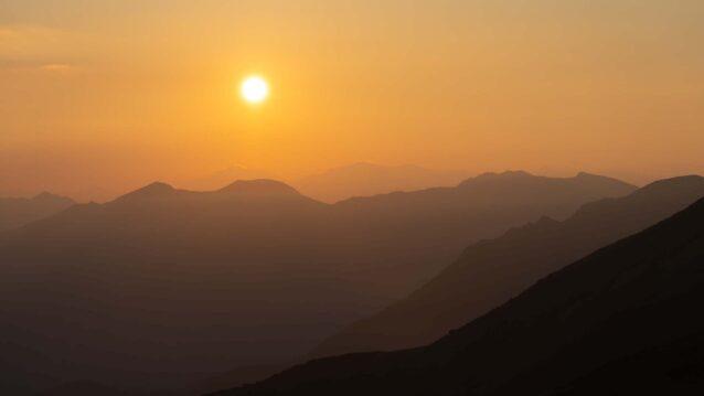 空の色の変化とともに、太陽の暖かさを感じる瞬間 写真:小関 信平