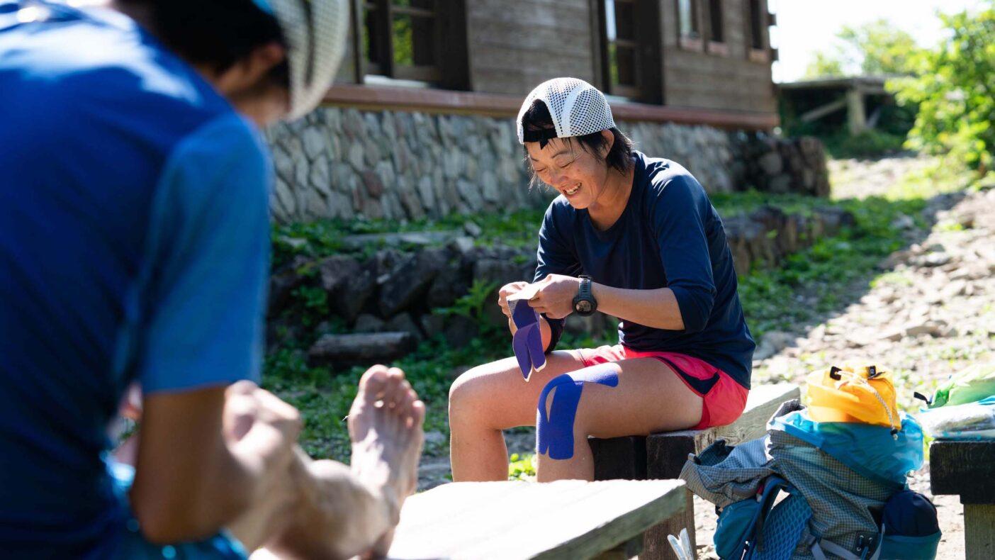 ハードなチャレンジも仲間がいることは何より心強く、この時間を共有できることで冒険の面白さが増していく。写真:小関 信平